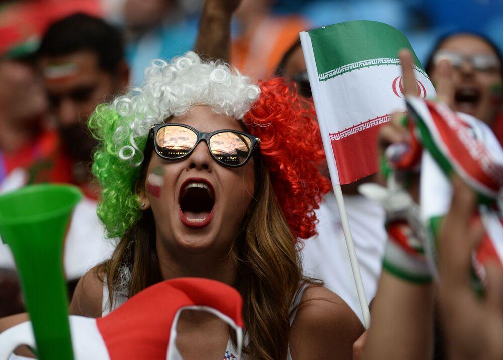 Irańska kibicka na meczu Maroko - Iran