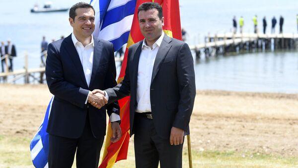 Premier Grecji Aleksis Tsipras oraz premier Macedonii Zoran Zaew - Sputnik Polska