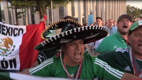 Meksykańscy kibice piłki nożnej w Moskwie skakali z radości - Sputnik Polska