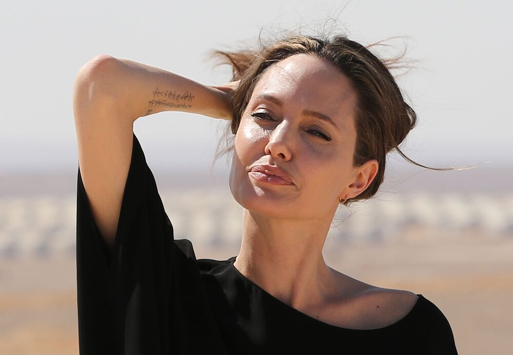 Aktorka i ambasador dobrej woli ONZ Angelina Jolie w obozie dla syryjskich uchodźców w Północnej Jordanii, 2016 r.