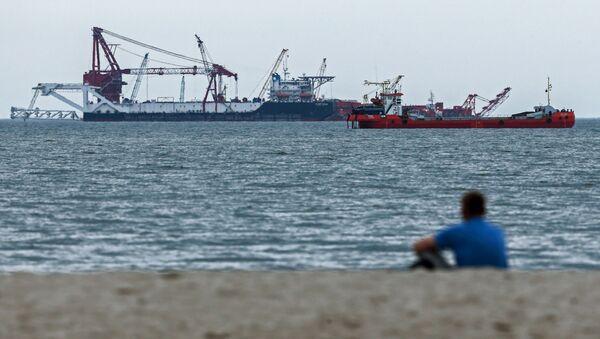 """Flota firmy """"Lukoil-Morneftegaz"""" podczas opracowania pola naftowego w obwodzie kaliningradzkim - Sputnik Polska"""