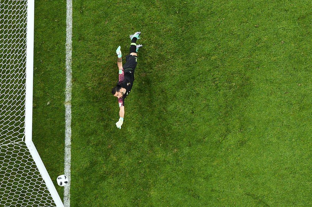 Mecz fazy grupowej Mistrzostw Świata w Piłce Nożnej między reprezentacjami Portugalii i Hiszpanii