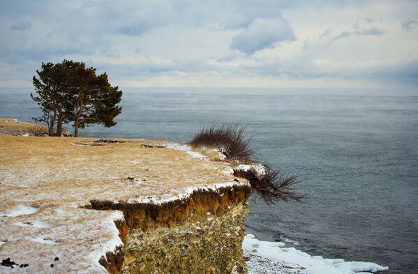 Wysoki brzeg jeziora Bajkał - Sputnik Polska