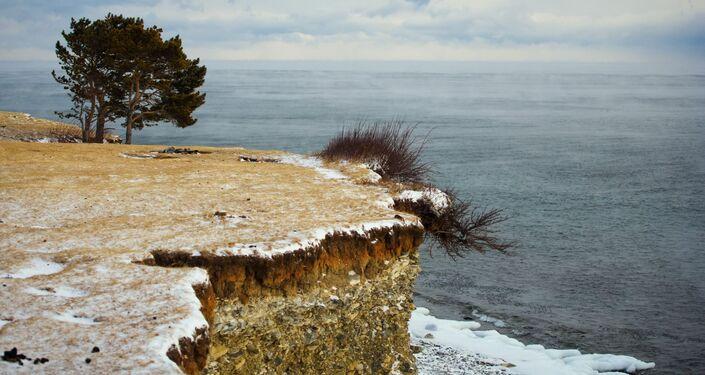 Wysoki brzeg jeziora Bajkał