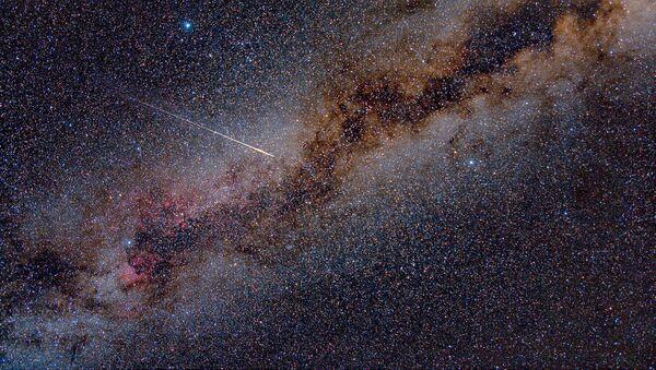Meteoryt przecina Drogę Mleczną - Sputnik Polska