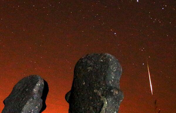Rój meteorów Perseidy przecina gwiezdne niebo - Sputnik Polska