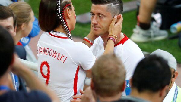 Robert Lewandowski z żoną Anną Lewandowską po przegranym meczu z Senegalem, 19 czerwca 2018 - Sputnik Polska