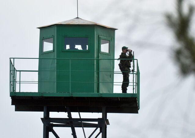 Wieża obserwacyjna na białoruskiej granicy