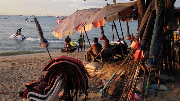 Turyści na plaży Pattaya - Sputnik Polska