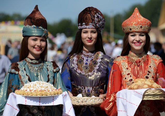 Tatarki w strojach ludowych w Kazaniu, stolicy Tatarstanu