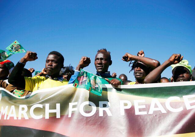 Zwolennicy Emmersona Mnangagwy