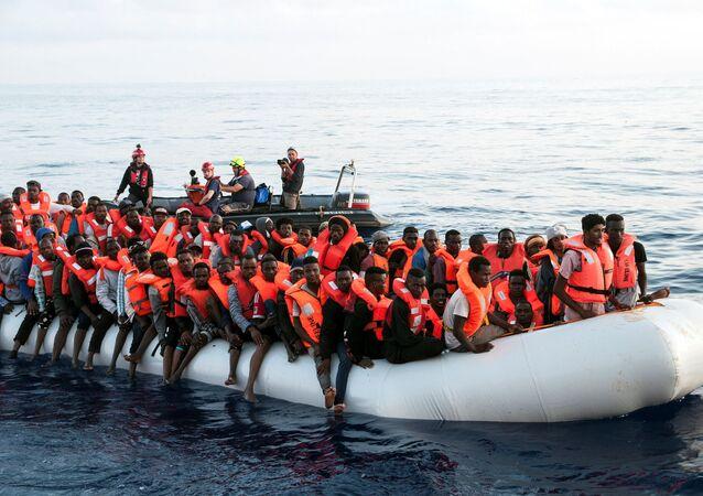 Ocaleni migranci przez zespół Mission Lifeline na Morzu Śródziemnym