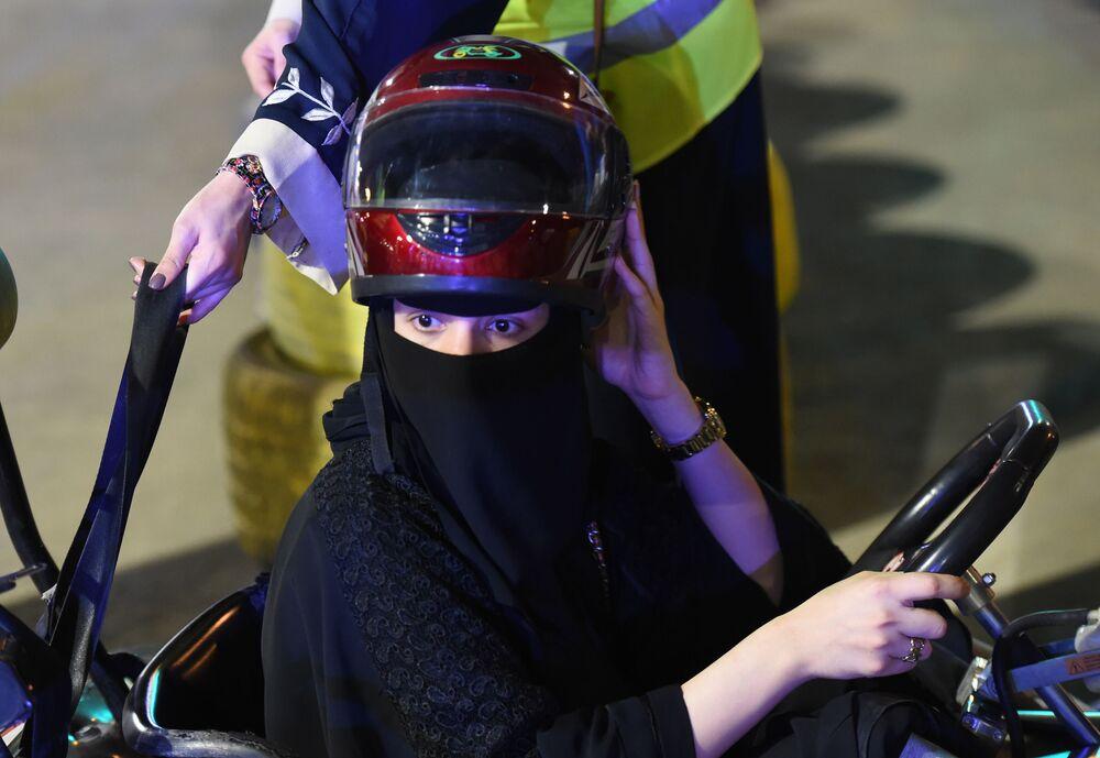 Kobieta za kierownicą gokarta, Arabia Saudyjska