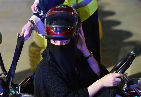Kobieta za kierownicą gokarta, Arabia Saudyjska - Sputnik Polska