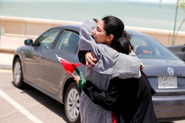 Kobiety świętują zmianę prawa, które pozwala im na prowadzenie auta, Arabia Saudyjska - Sputnik Polska