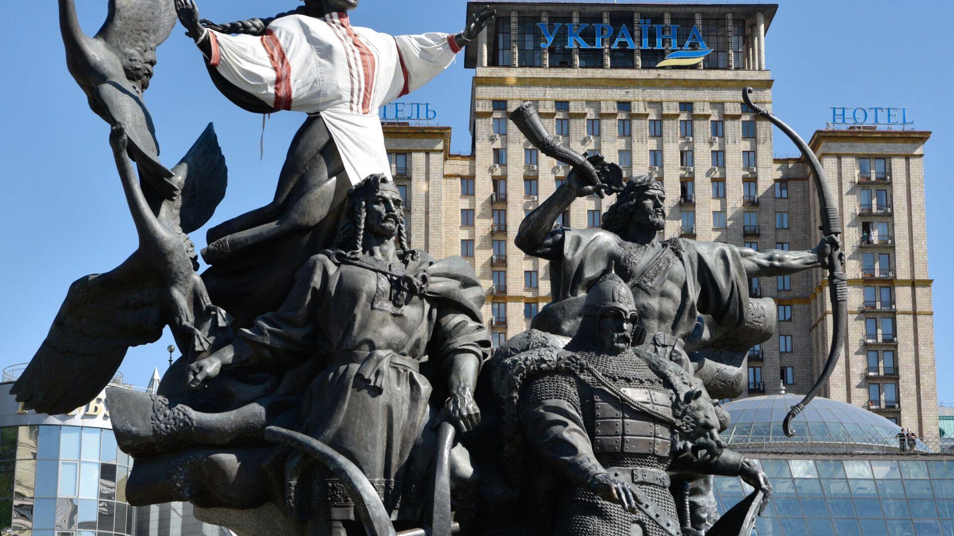 Pomnik legendarnych założycieli Kijowa: Kija, Szczeka, Chorywa i Łybedź na Majdanie - Sputnik Polska, 1920, 28.07.2021
