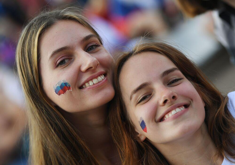 Kibicki rosyjskiej reprezentacji w strefie kibica przed meczem Urugwaj-Rosja