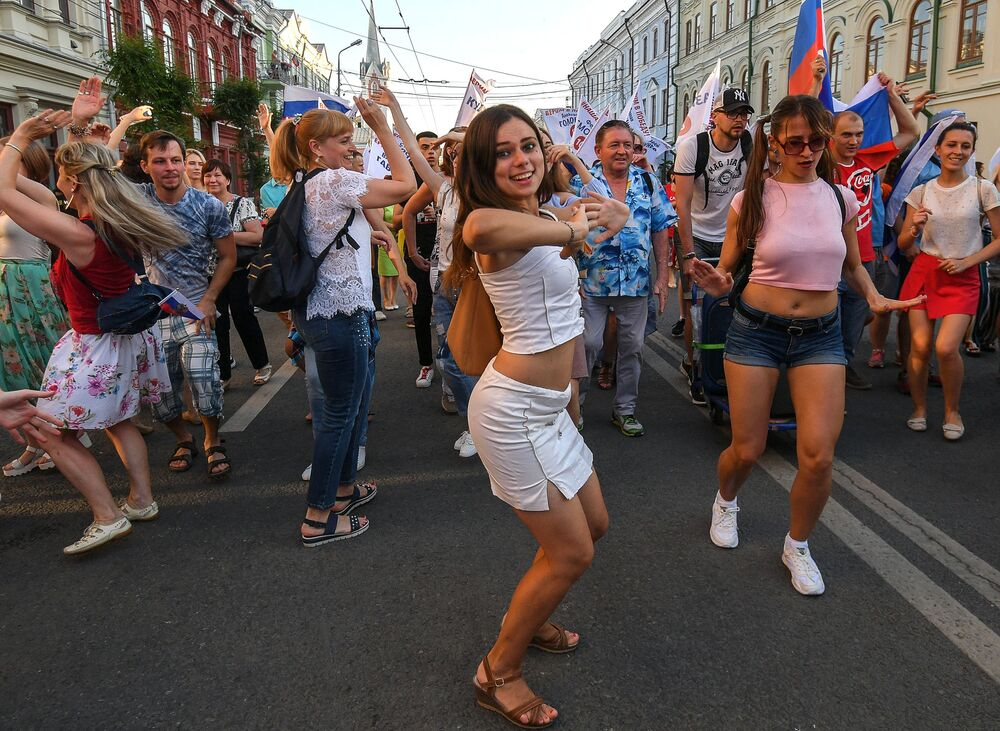 Flaszmob na ulicach Samary przed meczem Rosja - Urugwaj