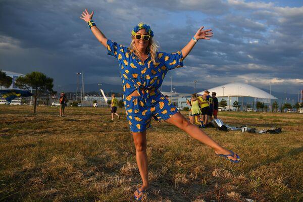 Kibicka ze Szwecji świętuje Midsommar w Soczi - Sputnik Polska
