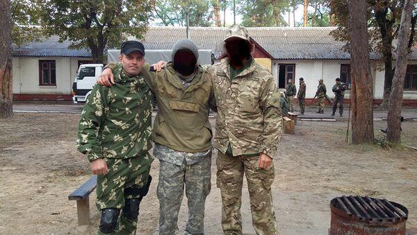 Szkolenie jednostki wojskowej 3066. Z lewej Siergiej Sanowski - Sputnik Polska