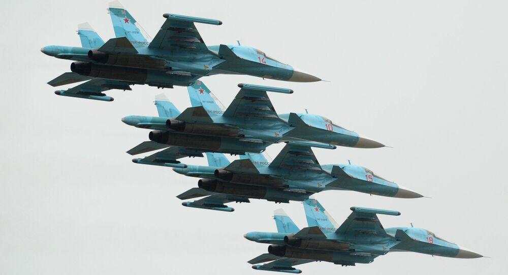 Samoloty Su-34 podczas pokazu w Rostowie nad Donem