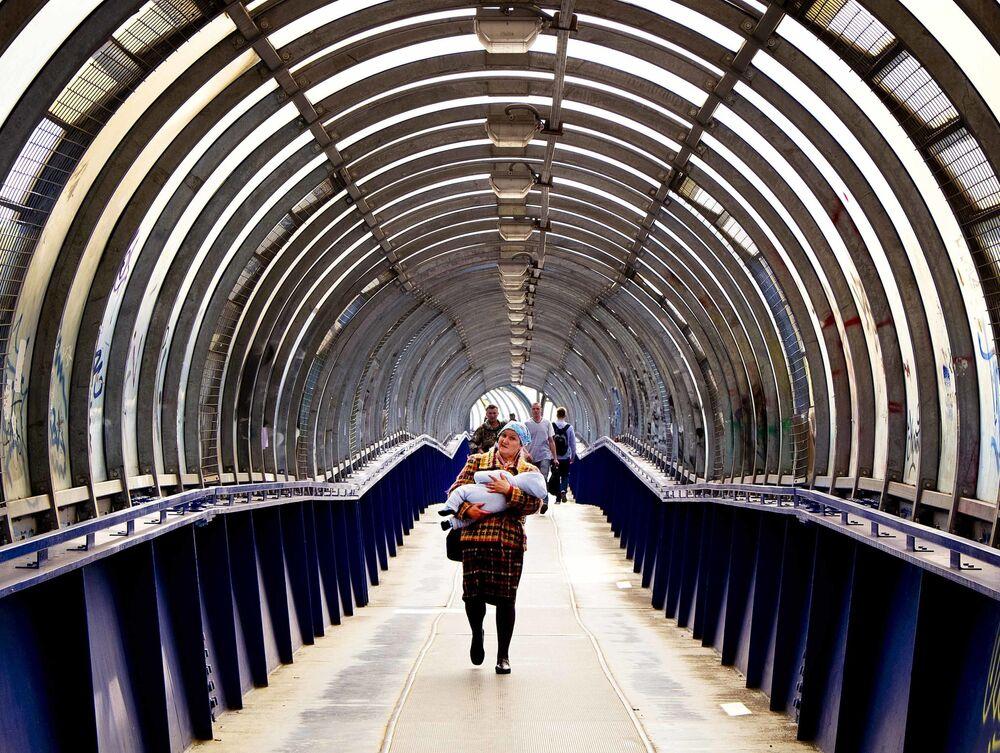 Most dla przechodniów blisko stacji metra Kijewskaja, Moskwa