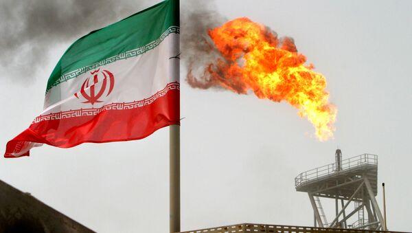 Platforma wydobywająca na złożu Soroush w Iranie - Sputnik Polska