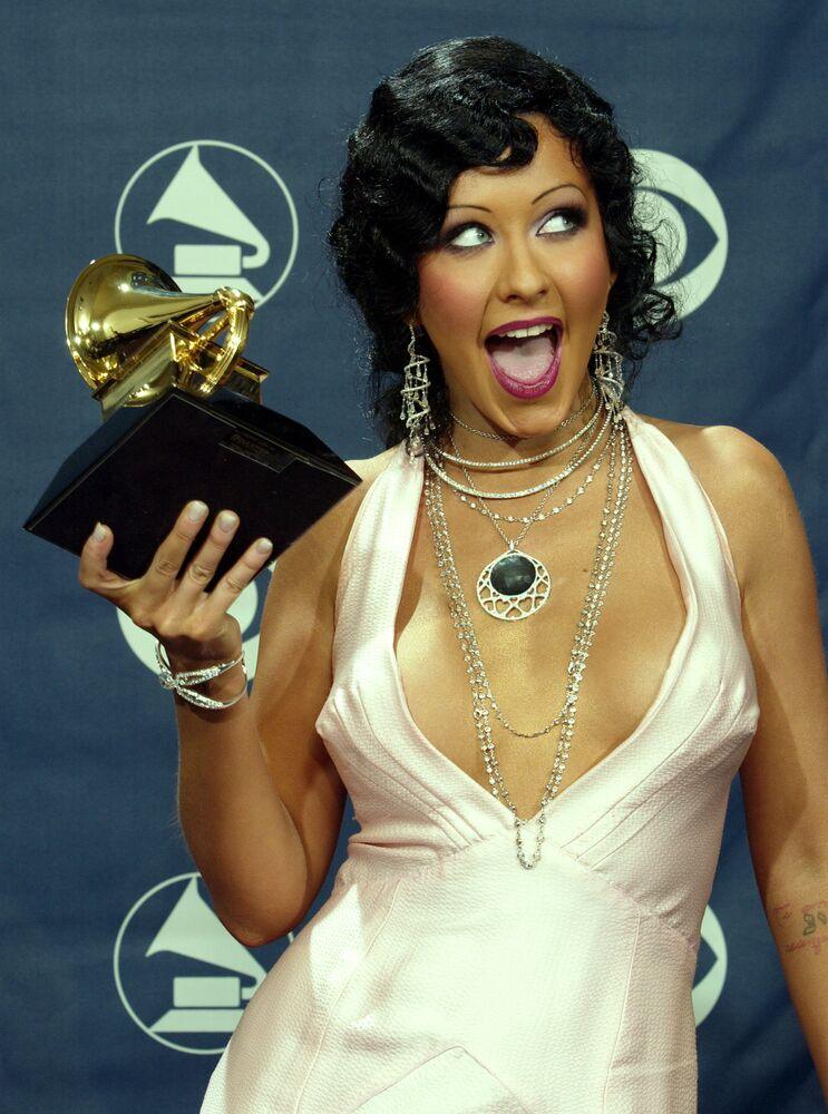 Śpiewaczka Christina Aguilera z nagrodą Grammy