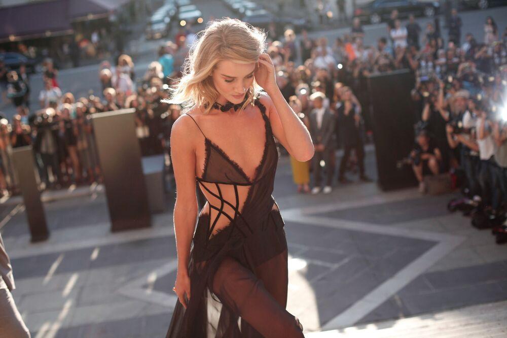 Brytyjska modelka Rosie Huntington-Whiteley