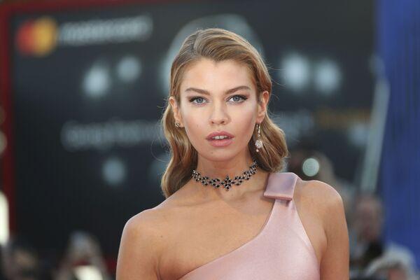 Modelka Stella Maxwell - Sputnik Polska