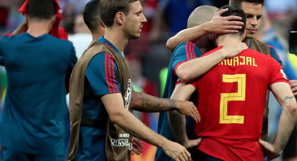Reprezentacja Hiszpanii po meczu 1/8 finału Mistrzostw Świata w piłce nożnej z reprezentacjami Hiszpanii i Rosji. Po prawej Dani Carvajal