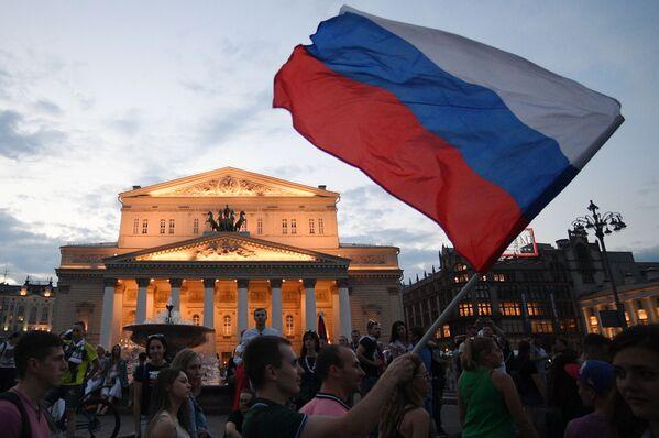 Kibice świętują zwycięstwo Rosji nad reprezentacją Hiszpanii - Sputnik Polska