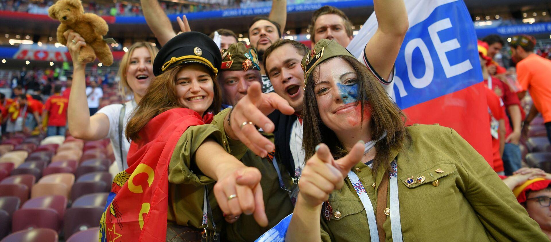 Kibice świętują zwycięstwo Rosji nad reprezentacją Hiszpanii - Sputnik Polska, 1920, 02.07.2020