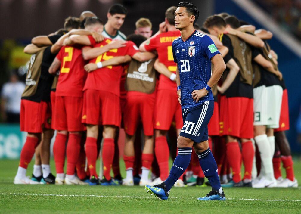 Japoński piłkarz Tomoaki Makino po zakończeniu meczu z Belgią
