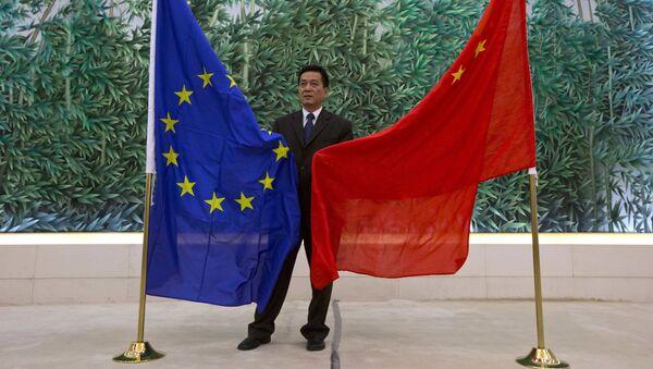 Flagi UE i Chin w Pekinie - Sputnik Polska
