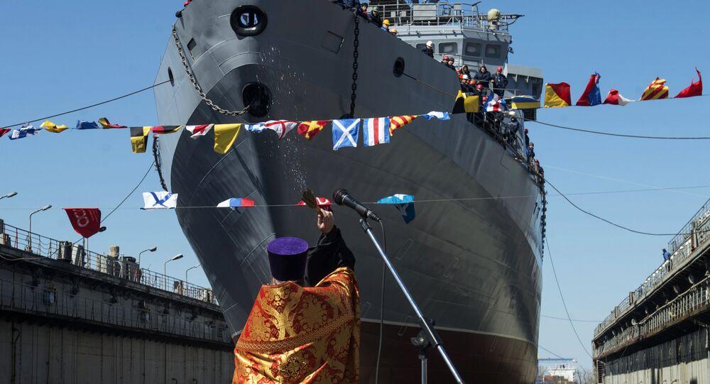 Kapłan święci okręt Iwan Hurs w Petersburgu