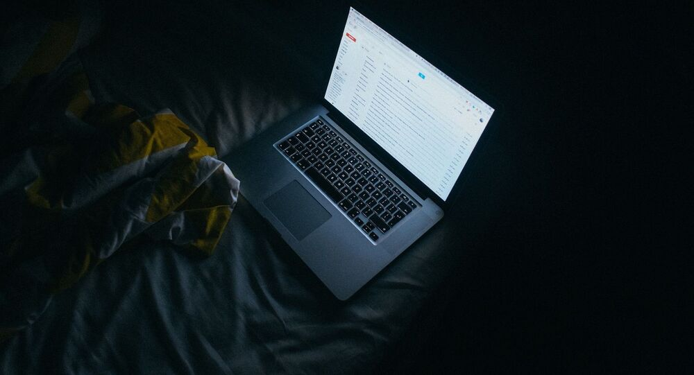 Laptop z otwartą pocztą Gmail
