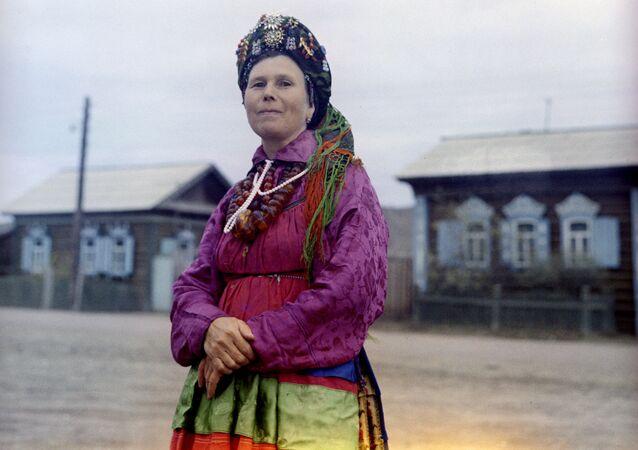 """Irina Kunalej - wychowawczyni przedszkola """"Strumyk"""", wokalistka chóru ludowego wsi Bolszoj Kunalej"""