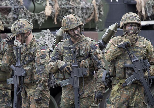 Żołnierze niemieckiej Bundeswehry podczas ćwiczeń wojskowych NATO w Wilnie