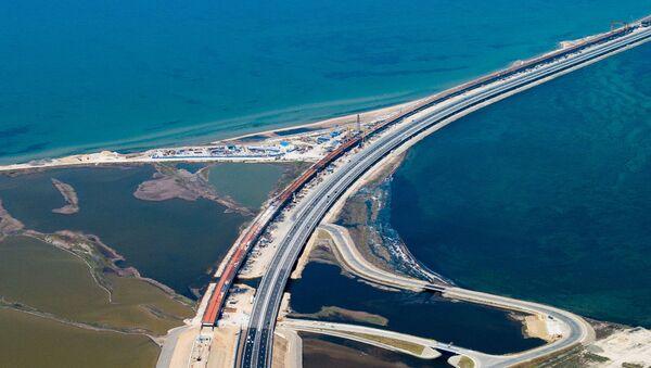 Ruch samochodowy wzdłuż drogi z podejściami do Mostu Krymskiego - Sputnik Polska