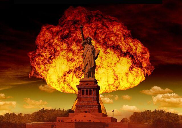 Wybuch jądrowy na tle Statui Wolności w Nowym Jorku