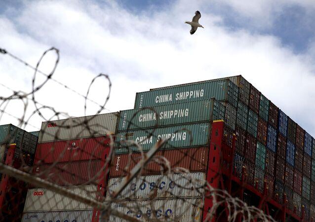 Kontenery do przewozu ładunków w porcie Oakland
