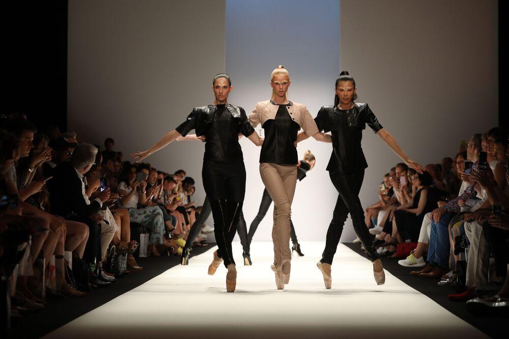 Pokaz kolekcji Maisonnoee podczas Tygodnia Mody w Berlinie