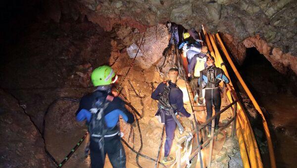Akcja ratunkowa w jaskini w Tajlandii - Sputnik Polska