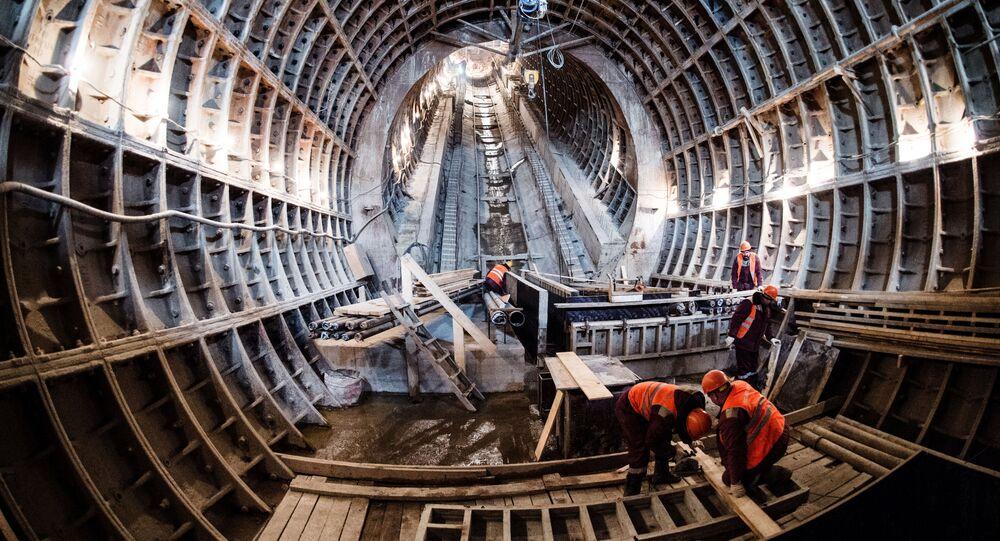 Robotnicy w czasie budowy stacji Fonwizińska linii lublińsko-dmitrowskiej moskiewskiego metra