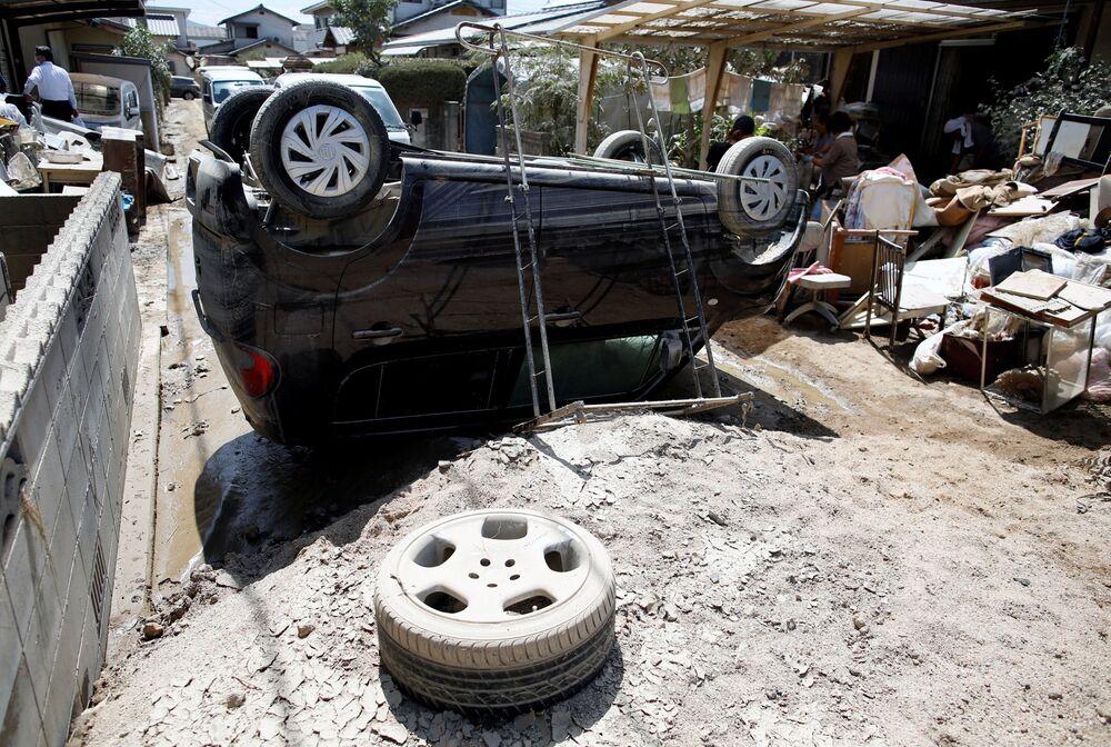 Przewrócony samochód w prefekturze Okayama