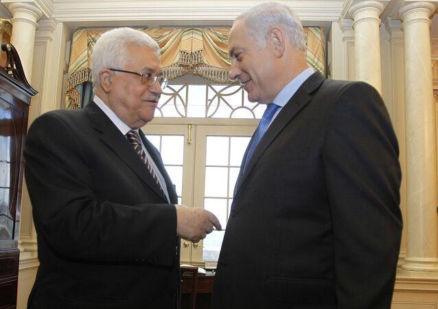 Premier Izraela Binjamin Netanyahu i prezydent częściowo uznanego Państwa Palestyny Mahmud Abbas podczas spotkania