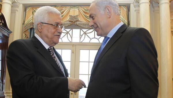 Premier Izraela Binjamin Netanyahu i prezydent częściowo uznanego Państwa Palestyny Mahmud Abbas podczas spotkania - Sputnik Polska