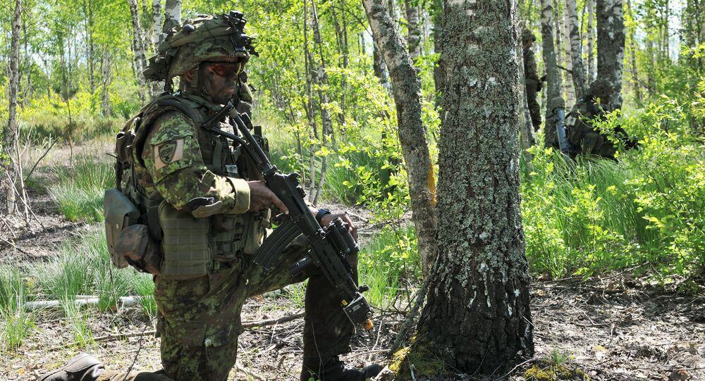 Estońscy żołnierze podczas ćwiczeń wojskowych. Zdjęcie archiwalne