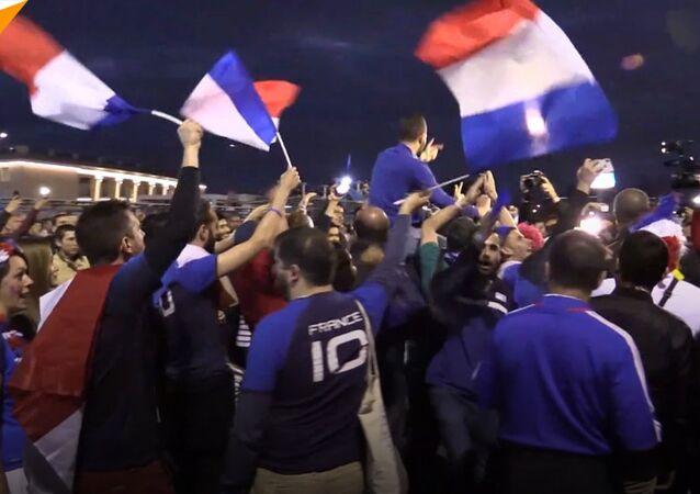 Francuscy kibice hucznie świętowali Zwycięstwo swojej drużyny nad Belgami